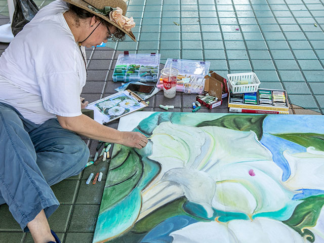 world-of-chalk-family-friendly-event-local-artists